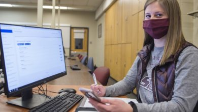 SIU accounting students offer free tax preparation services